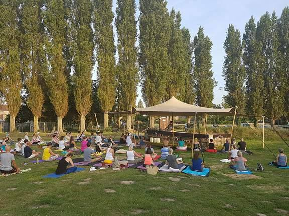 Internationale Dag van de Yoga op de Stadsakker.