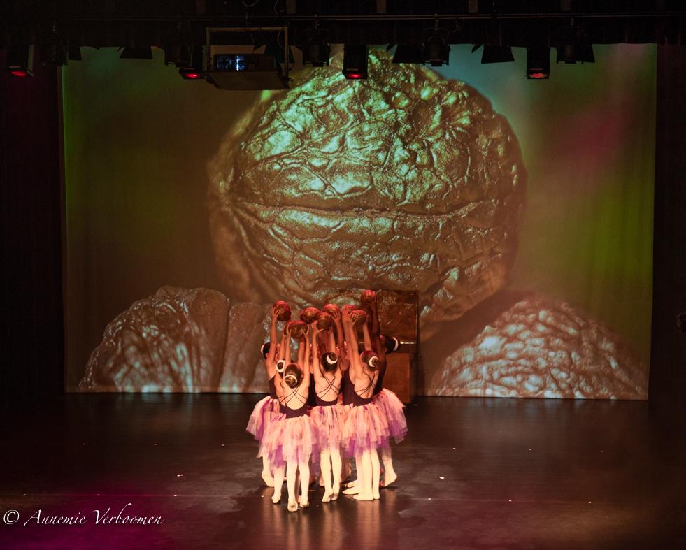 ART laat leerlingen dans schitteren onder een Magische Notenboom