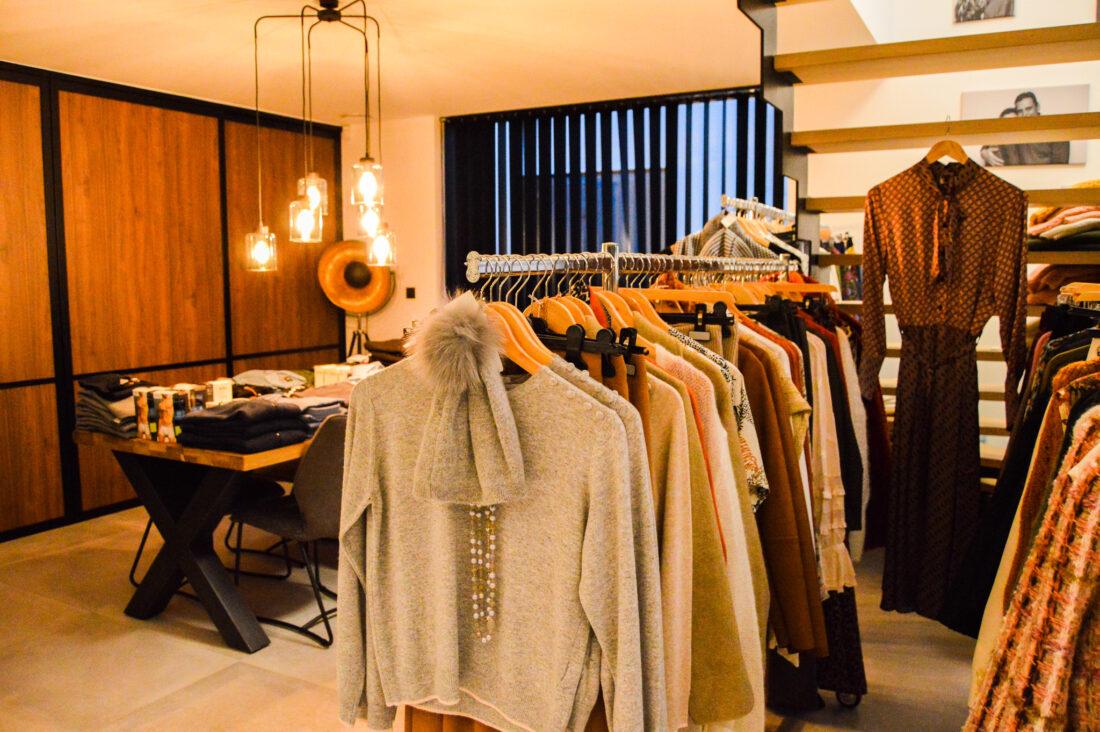 voorstelling kleding in de woonkamer