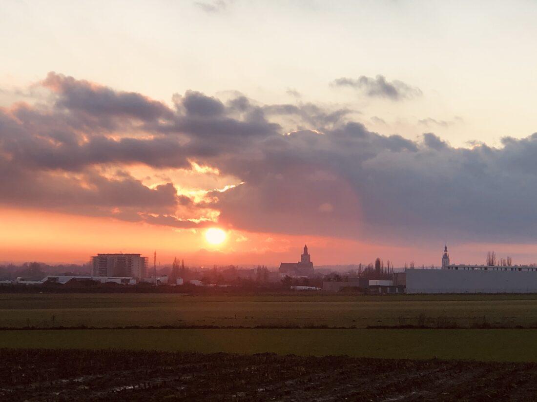 kerktorens bij zonsondergang